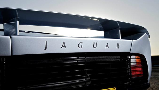 srebrni_huligan_jaguar_xj220_naslovna_1
