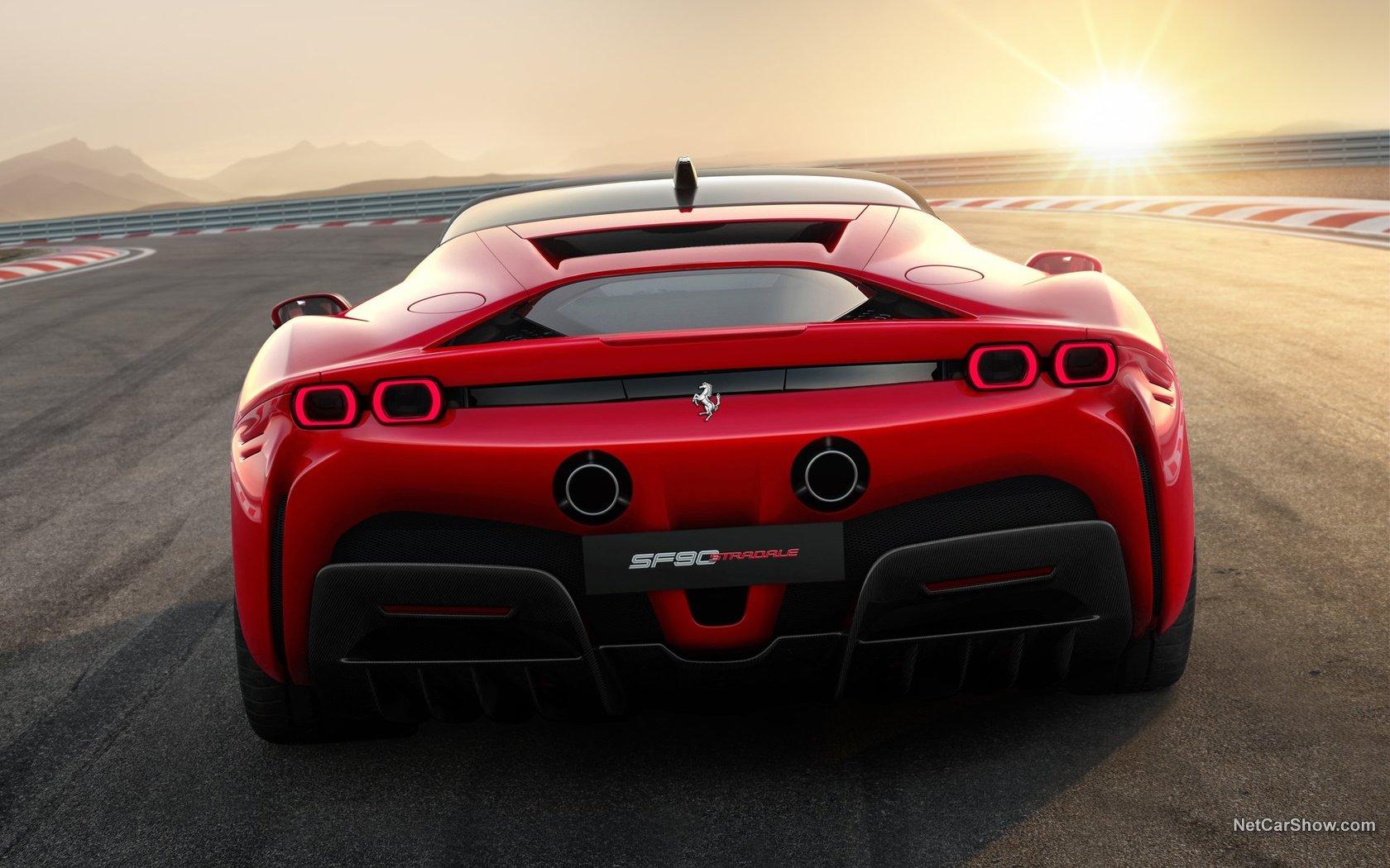 Superautomobil sa prednjim pogonom - Ferrari SF90 Stradale