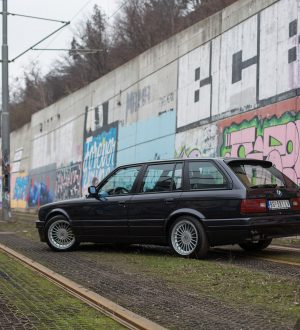 Crno odelo - BMW E30 Touring Turbo